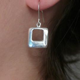 Boucles d'oreilles carré en argent 925 oreilles percées
