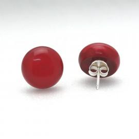 Boucles d'oreilles percées rouge carmin en résine 1.3 cm