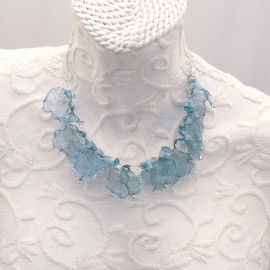 Ras de cou voile bleu gris sur cable