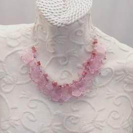 Ras de cou voile rose pale sur cable