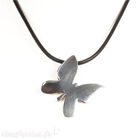 Ras de cou Ubu cuir noir médaillon papillon