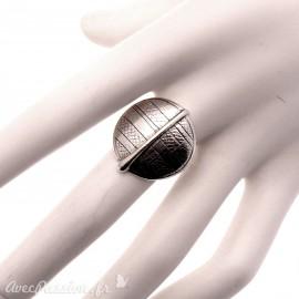 Bague Ubu ciselé rond métal argenté réglable