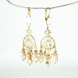Boucles d'oreilles pendantes Cheny's oreilles percées estampes dorées perles facettées rosées