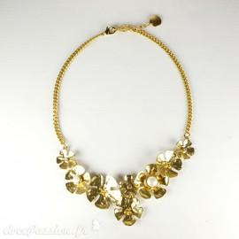 Colliers Cheny's fleurs dorées avec perles