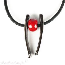 Collier fantaisie créateur Marie Pastorelli pendentifs rouge et bronze