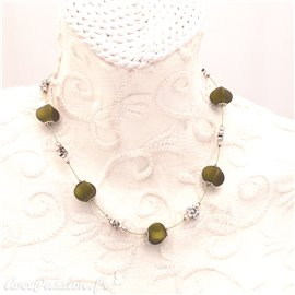 Collier fantaisie vert olive 1 rang cablé