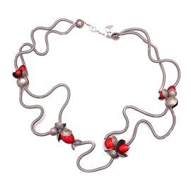 Collier fantaisie Sandrine Giraud créateur fleurs rouges