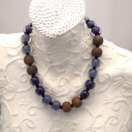 Collier fantaisie multicolore bleu et marron en résine