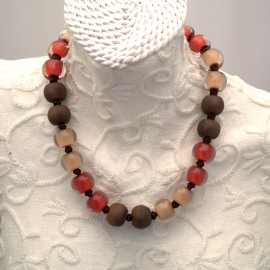 Collier fantaisie multicolore marron orange et beige en résine