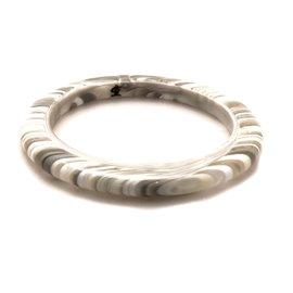 Bracelet fantaisie jonc Sobral créateur résine gris blanc