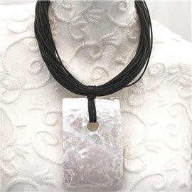 Collier ras de cou rectangle de nacre avec lacets