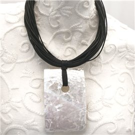 Collier ras de cou rectangle de nacre avec lacets