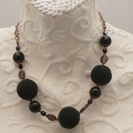 collier-fantaisie-perles-noires-et-metal-cuivre-50-cm-s20-bijou-createur-z-ref-u0536