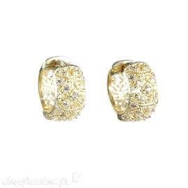 Créoles dorées ciselées strass cristal Eneida oreilles percées