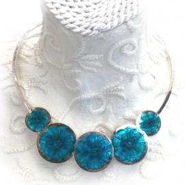 collier-fantaisie-ras-de-cou-en-argent-et-fleurs-bl-bijou-createur-chainteuil-ref-00121