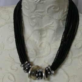 Collier fantaisie lien cuir noir