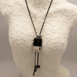 collier-fantaisie-sautoir-lien-velours-noir-ceramique-noir-et-bijou-createur-conivance-ref-003