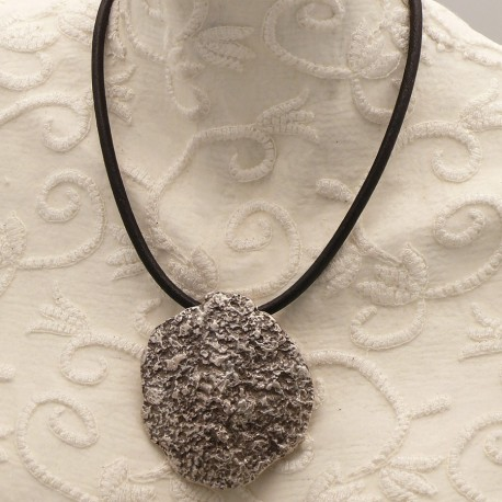 collier-fantaisie-ras-de-cou-lien-de-cuir-noir-s30-bijou-createur-ottoman-ref-00424