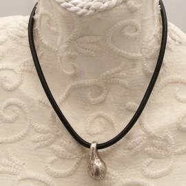 collier-fantaisie-aliacorail-ras-de-cou-lien-de-cuir-noir-s20-bijou-createur-lxxv-ref-00427