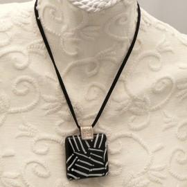 Collier fantaisie Murano médaillon Blanc noir lien velours noir 40cm