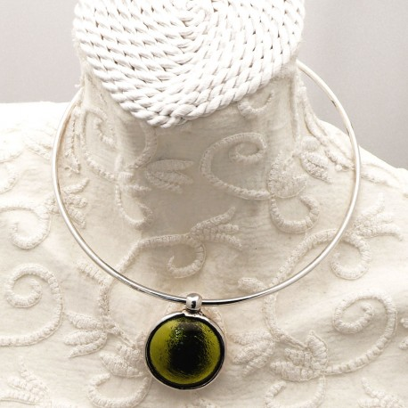 collier-fantaisie-torque-argent-medaillon-3-cm-vert-anis-bijou-createur-ubu-paris-ref-00458