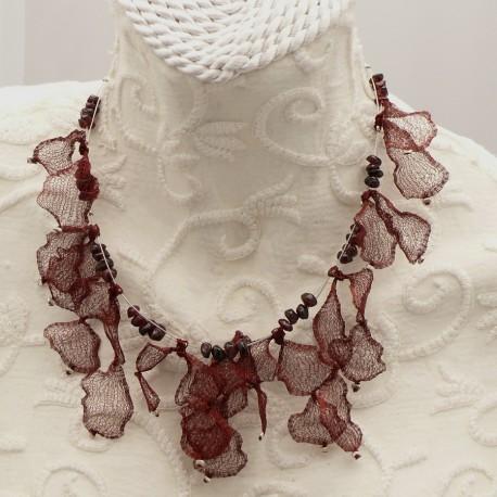 collier-fantaisie-ras-de-cou-voile-bordeaux-40-cm-bijou-createur-brandiere-ref-00478