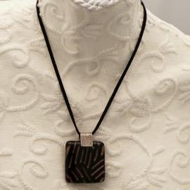 Collier fantaisie Murano médaillon or noir lien noir 40cm
