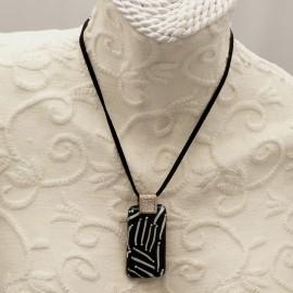 Collier fantaisie Murano médaillon Blanc noir velours noir 40cm