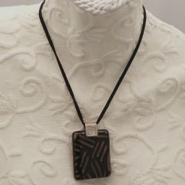 Collier fantaisie Murano médaillon noir or lien noir 40cm