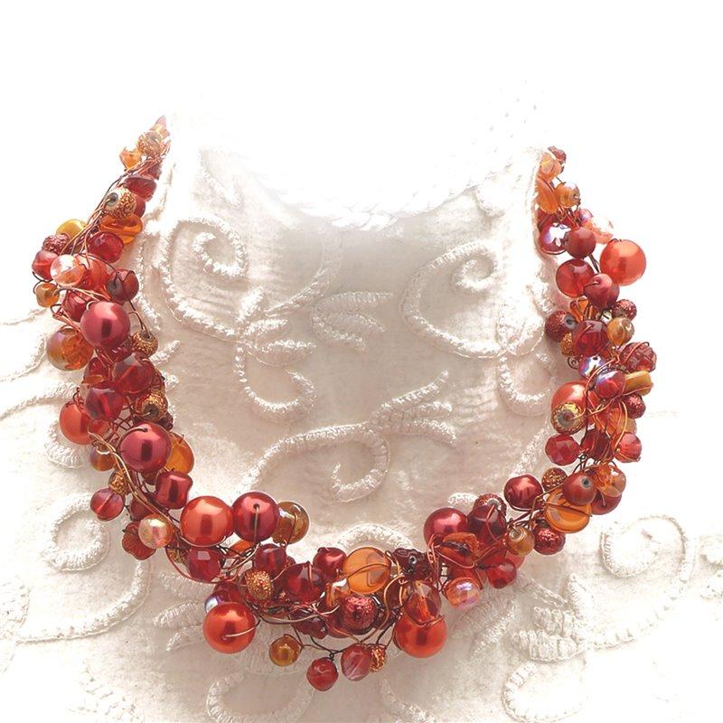 f248e0d47bdb7 Collier ras de cou perle de verre rouge orange bijou fantaisie de créateur.  Loading zoom