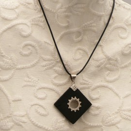 Collier fantaisie noir médaillon losange Argent 925 et pierre de lave